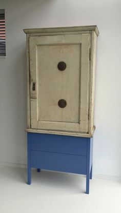Oude kasten, nieuw design by Theo Herfkens Old cabinets, new design by Theo Herfkens Old Cabinets, Nightstand, Furniture, Design, Sparkle, Home Decor, Content, Image