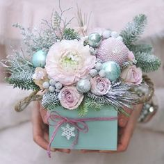 We wish you a Merry Christmas. Christmas Flower Decorations, Christmas Flower Arrangements, Christmas Flowers, Beautiful Flower Arrangements, Christmas Centerpieces, Pink Christmas, Floral Arrangements, Christmas Wreaths, Christmas Crafts