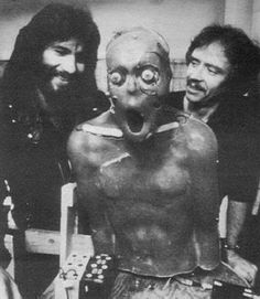 Rob Bottin and John Carpenter behind the scenes of The Thing Horror Icons, Horror Films, Horror Fiction, Arte Horror, Horror Art, Real Horror, The Thing 1982, Non Plus Ultra, Classic Horror Movies