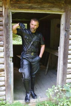 Kerls in Leder Mens Gloves, Leather Gloves, Leather Men, Black Leather, Men In Uniform, Bear Men, Perfect World, Hairy Men, Men Dress