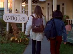 Gilmore Gilrs, Gilmore Girls Seasons, Tv Girls, Rory Gilmore, Autumn Aesthetic, Movies And Tv Shows, Stars Hollow, Clothes, Outfits