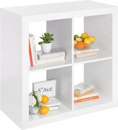 Dieses Regal ist vielseitig und schön. In 4 offenen Fächern bewahren Sie Ihre CDs und Bücher auf. Mit kunstvollen Vasen und Skulpturen machen Sie es zu einem echten Schmuckstück. Dabei besteht das Möbel aus einer hochwertigen Flachpressplatte. Dank der Dekorfolie in Weiß ist das Regal ein dezenter Hingucker. Trendig!