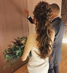 WEDDINGHAIR ウェディングヘアアレンジ ローポニー ポニーテール ゆるっと低めのポニーテール オデールのドレスも可愛かったー✨ hair/yuudai * ____________ * MAISON DE RIRIEBRIDE staff ____________ @yukino2.6 @ayk_hairmake