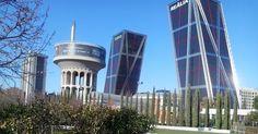 El antiguo y aún existente depósito de agua del Canal de Isabel II y las Torres KIO, Madrid