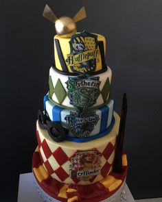 Absolutely loved making this cake Harry Potter Desserts, Bolo Harry Potter, Gateau Harry Potter, Harry Potter Wedding Cakes, Harry Potter Birthday Cake, Harry Potter Food, Harry Potter Halloween, Harry Potter Theme, Harry Potter Universal