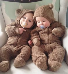 Fantastic baby arrival info are available on our site. Read more and you will no. - List of the most beautiful baby products Cute Baby Twins, Cute Funny Babies, Cute Little Baby, Cute Kids, Cute Baby Videos, Cute Baby Pictures, Foto Baby, Fantastic Baby, New Baby Boys