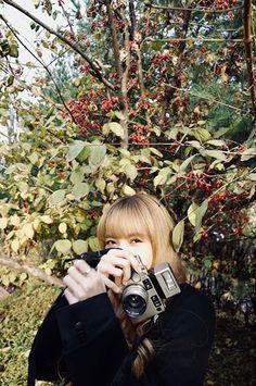 Blackpink Lisa with Contax camera Lisa Blackpink Wallpaper, Black Wallpaper, Kim Jennie, South Korean Girls, Korean Girl Groups, Blackpink Icons, Thai Princess, Kim Jisoo, Blackpink Photos