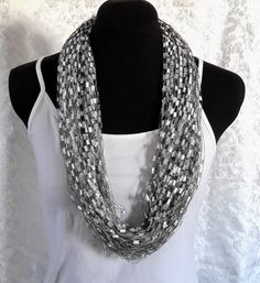 Black and White Circular Fiber Necklace Handmade Flowers, Women's Accessories, Pearl Necklace, Fiber, Trending Outfits, Unique Jewelry, Handmade Gifts, Pearls, Black And White
