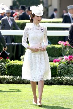 Kate Middleton Wows in Alexander McQueen White Lace Dress for Royal Ascot: Photo Catherine, Duchess of Cambridge (aka Kate Middleton) and Prince William put on their finest for the Parade Ring during 2017 Royal Ascot at Ascot Racecourse on Tuesday… Kate Middleton Outfits, Vestidos Kate Middleton, Kate Middleton Stil, Royal Ascot, Ascot Outfits, Ascot Dresses, Estilo Real, Duchesse Kate, Middleton Wedding