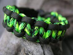Farbe: Farbe: neongrün - gecko    Auch andere Farben sind möglich, siehe Beispielfotos und Shopkategorie Männer / Boys Armbänder).    Länge: Wunschlän
