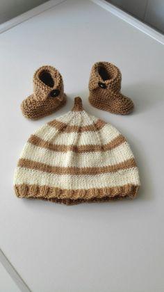 Coffret cadeau naissance bébé bonnet laine luntin et chaussons laine bottes beiges et marron Boutique Miss Perles : Mode Bébé par miss-perles