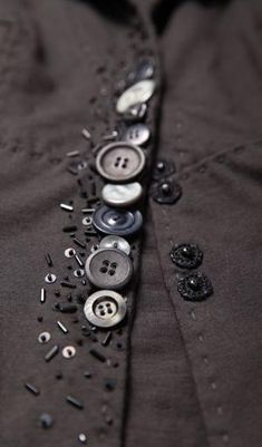 64 Ideas For Sewing Clothes Refashion Ideas Buttons What is the primary purpose of sewing? Yeah, sew something to wear, … Sewing Hacks, Sewing Crafts, Sewing Projects, Button Art, Button Crafts, Fabric Manipulation, Sewing Techniques, Draping Techniques, Vintage Buttons