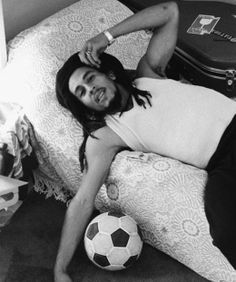 Bob Marley: He reps Jamaicans very well. He's so incredibly brilliant with his lyrics and made so much inspirational and beautiful music that I hate how he is more so known for his weed smoking (that he smoked because of his lung cancer). Steve Mcqueen, Bob Marley Documentary, Fotos Do Bob Marley, Marley Movie, Bob Marley Pictures, Robert Nesta, Nesta Marley, The Wailers, A Course In Miracles
