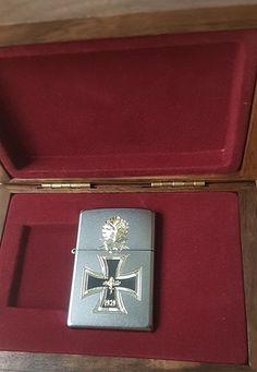 Zippo Ritterkreuz 1939 mit Eichenlaub in Der edlen Sammler-Holzbox- Diamantgravur - Satin Finish Sturmfeuerzeug, Chrom, Silber, 5.8 x 3.8 x 1.8 cm, 1 Einheiten