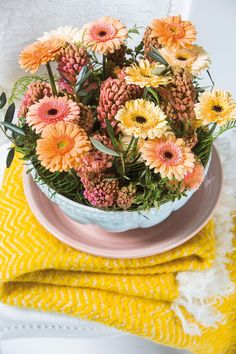 Small gerbera bouquet inside a glass vase #pinkgerberas #floral #flower #whitegerberas #inspiration #colouredbygerbera #dutchgerbera