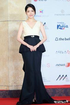 Today Photo November The 2018 Asia Artist Awards. Jung In Sun Jung In, Asia Artist Awards, Korean Actresses, Korean Drama, Red Carpet, Actors, Formal Dresses, Model, November
