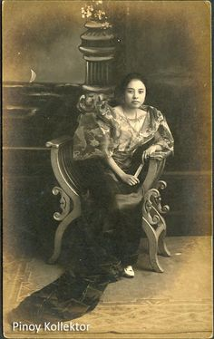 Pinoy with a heart of a collector Photo Postcards, Vintage Postcards, Filipino Fashion, Filipino Culture, Philippines Culture, Filipina Beauty, Filipiniana, Pinoy, Old Photos