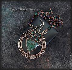 """Купить """"Авалонское зелье"""" подвеска с фукситом и самоцветами - зеленый, медное колье, медь, фуксит"""