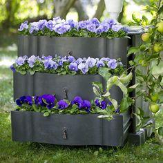 pequeno armário com três gavetas... cheias de flores!!!