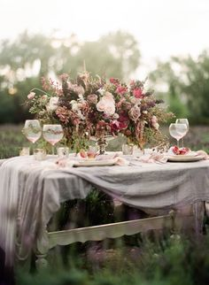 rose & lilac hued tablescape with such an impressive bouquet Chic Wedding, Wedding Table, Floral Wedding, Rustic Wedding, Our Wedding, Wedding Flowers, Dream Wedding, Wedding Reception, Wedding Stuff