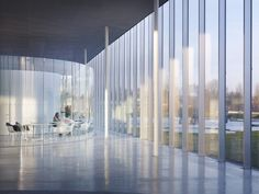 Six Essential Materials & The Architects That Love Them / SANAA / Louvre Lens. Image © Julien Lanoo