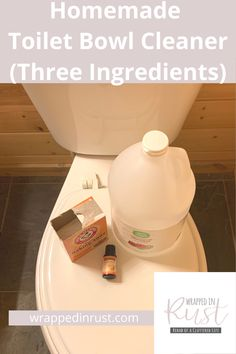 For the best homemade toilet bowl cleaner, all you need to do is read this post by Wrapped In Rust. We will show you how easy it is to make this recipe using just three ingredients. Homemade Bathroom Cleaner, Homemade Toilet Bowl Cleaner, Cleaners Homemade, Homemade Cleaning Supplies, Diy Home Cleaning, Cleaning Hacks, Natural Cleaning Recipes, Natural Cleaning Products, Cleaning Bathroom Tiles