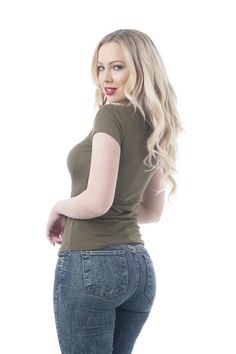 This blue jean babe looks sensational in her form-fitting jeans Looks Pinterest, Femmes Les Plus Sexy, Sexy Jeans, Girls Jeans, Hot Girls, Sexy Women, Tights, Lady, How To Wear