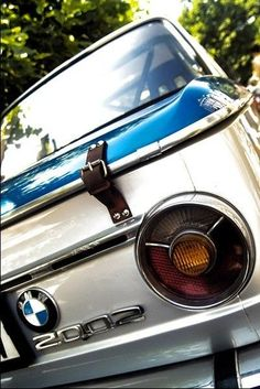 BMW 2002 - Reminds me of a vintage suitcase. Suv Bmw, Bmw Cars, Bmw 2002, Bmw Old, Carros Bmw, Bmw Vintage, Automobile, Bavarian Motor Works, Bmw Alpina
