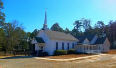 The Church Featured in Fried Green Tomatoes in Juliette Georgia Fried Green Tomatoes Movie, Fried Tomatoes, Stranger Things Filming Locations, Fannie Flagg, Blue Parakeet, Green Tomato Recipes, Georgia Country, Georgia On My Mind, Moving To California