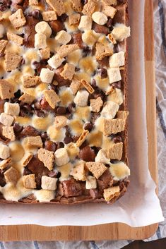 Easy One Bowl Smores Brownies Recipe from A Kitchen Addiction Easy No Bake Desserts, Great Desserts, Brownie Recipes, Chocolate Recipes, Cheesecake Desserts, Cheesecake Strawberries, Strawberry Desserts, Strawberry Sauce, Traditional Easter Desserts