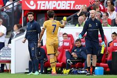 MIDDLESBROUGH, ENGLAND - SEPTEMBER 24: Mauricio Pochettino, Manager of Tottenham Hotspur shouts instructions to Heung-Min Son of Tottenham Hotspur during the Premier League match between Middlesbrough and Tottenham Hotspur at the Riverside Stadium