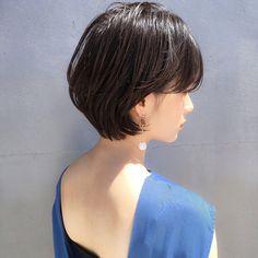 【首が長く見える】ショートヘア✨耳掛け かわいい 小顔ショート☺︎✂︎ ・ ・ ご覧頂きありがとうございます? Ramie omotesando でスタイリストをやらせていただいてます山内大成です!✨ (表参道駅から徒歩10秒?です!) ・ hair.make(@ramie_tonsoku) ヘアだけでなくメイクアップもしているからこそトータルビューティーの目線でスタイルを作ります? ・ ******************* ・ 収まりが良く、簡単にスタイリングできる、乾かしただけでふわっとかわいい質感、束感が自然にできるヘアスタイル☺︎✂︎ 一人一人に似合ったスタイルを提案できますように丁寧にカウンセリング、施術、仕上げをさせていただきす✨ ・ 今まで叶わなかったヘアスタイルを提案、実現できるように全力で頑張ります(^-^)/ ・ ******************* ・ ・ ・ *毛量が多い *癖で広がる *収まりが悪い *小顔になりたい *美容院に迷ってる *スタイリングが難しい バッサリカットも気軽にご予約ご相談ください❣️ ・…