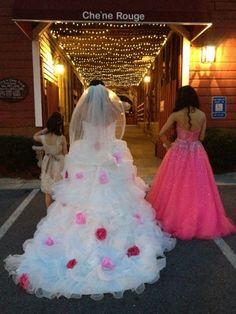 Abito da sposa gipsy con rose