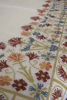 Παραδοσιακά εργόχειρα και εκκλησιαστικά άμφια στην Ι.Μ.Αγίας Ειρήνης (Ρέθυμνο) | Πεμπτουσία Cross Stitching, Cross Stitch Embroidery, Embroidery Patterns, Cross Stitch Patterns, Diy And Crafts, Arts And Crafts, Palestinian Embroidery, Drawn Thread, Knitting Needles