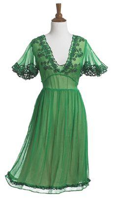 Irish eyes are smiling - beautiful! Gypsy Dresses, Lovely Dresses, Vintage Dresses, Vintage Outfits, Celtic Dress, Dress Outfits, Cute Outfits, Irish Eyes, Irish Wedding