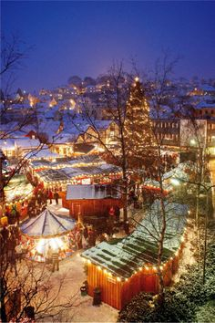 Inspired by German Christmas enthusiasts cities have made a Norwegian variant in Egersund, full of Christmas spirit. © PHOTO: Johan Aakre