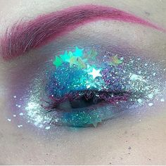 ⭐️👁💙 @loveboxfestival have sold out of weekend tickets. Get day tickets now #lovebox #festival #glitter #makeup #love #festivalstyle
