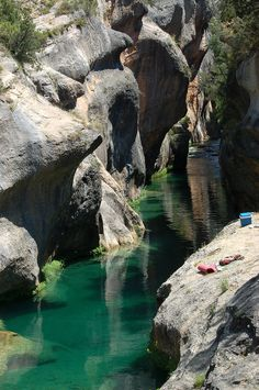 Natural pools during the Júcar River in the area of Devil's Window. It accessed from Villalba de la Sierra (Cuenca ) Oh The Places You'll Go, Places To Travel, Places To Visit, Wonderful Places, Beautiful Places, Beautiful Sites, Travel Around The World, Around The Worlds, Phuket
