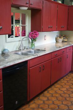 Reloved Rubbish: Primer Red Chalk Paint® Kitchen Cabinets