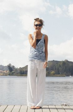 Nice Perfect White Linen Pants Outfit For Summer and Spring from https://www.fashionetter.com/2017/04/17/perfect-white-linen-pants-outfit-summer-spring/