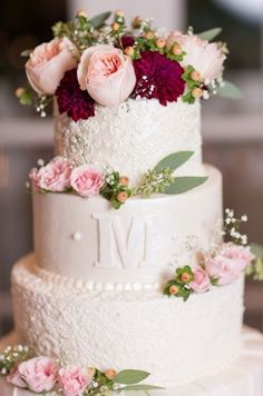 Wedding cake idea; Featured Photographer: Megan Noll Photography #floralweddingcakes