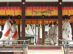 Azuma-asobi (Kirishiba-shinji / Kirishiba Shinto Ritual). An ancient dance of Japan. This dance is danced to treat God.