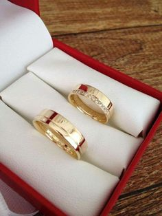 Most current Photographs ✔ Couple Wedding Rings Cartier Popular Have you been searching for cheap wedding rings? At EFES you'll find wedding rings from Nuremberg. Cartier Wedding Rings, Cartier Love Ring, Cheap Wedding Rings, Gold Wedding Rings, Wedding Bands, Engagement Rings Couple, Couple Rings, Rose Gold Engagement Ring, Diamond Promise Rings