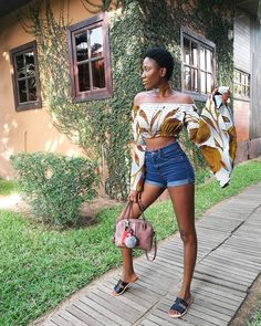Offshoulder Crop top love! Bell sleeve off shoulder crop top. Ankaratastic! #africanprint #africanqueen #ankarastyles #ankarafashion
