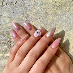 Pink / Gold Nail Art + Rhinestone Gem + Flower + Glitter Flakes Manicure - Acrylic Nail Pink Gold Nails, Gold Nail Art, Pink And Gold, Nail Art Strass, Hard Gel Nails, Nail Art Rhinestones, Nailart, Acrylic Nails, Gems