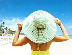 Güneşten korunmak Ozon tabakasının delinmesi ile birlikte zararlı güneş ışınları cildimizde çeşitli sorunlara neden olmaktadır. Özellikle yaz aylarında güneşin yakıcı etkisi ve zararlı UV ışınlarına karşı korunmak sağlığımız açısından önemlidir. Özellikle güneş alerjisi bulunanlar çeşitli güneş koruyucu kremler ve farklı önlemler alarak güneşten korunmaları gerekir.   #Bronzlaşmak #güneştenkorunmak #zararlıgüneşışınl