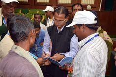 बलरामपुर एवं सरगुजा जिले से आए पंचायत प्रतिनिधियों ने छत्तीसगढ़ विधानसभा में संसदीय प्रणाली के बारे में जाना-समझा। https://www.facebook.com/hamarcg2016/posts/1156687501096101