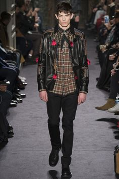 Valentino Fall 2016 Menswear Fashion Show