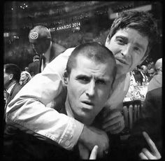 The intelligence of the sun : Photo Liam Gallagher Noel Gallagher, Oasis Music, Liam And Noel, Oasis Band, Beady Eye, Old Rock, Past Present Future, Britpop, Attitude
