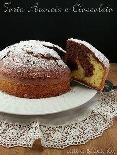 Torta soffice con arancia variegata al cioccolato senza burro e latte